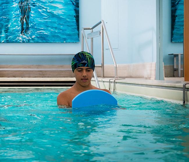 fisioterapia per bambini in acqua